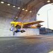 Итальянец установил рекорд, впервые пролетев на самолете через автомобильный тоннель – видео