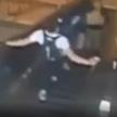 Жестокий пассажир метро ногами сбил женщину с эскалатора – видео